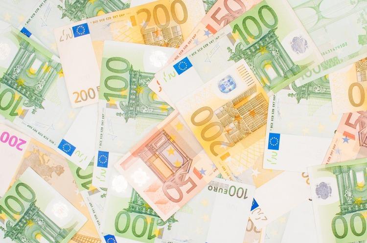 Курси валют на 7 серпня: гривня укріпилась відносно долара і євро