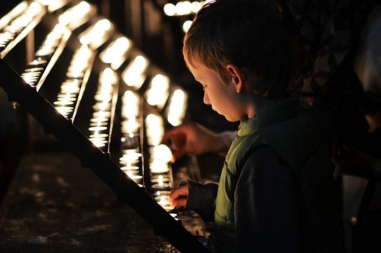 Стартап, який дозволяє вірянам різних конфесій молитись онлайн, отримав $2 млн інвестицій