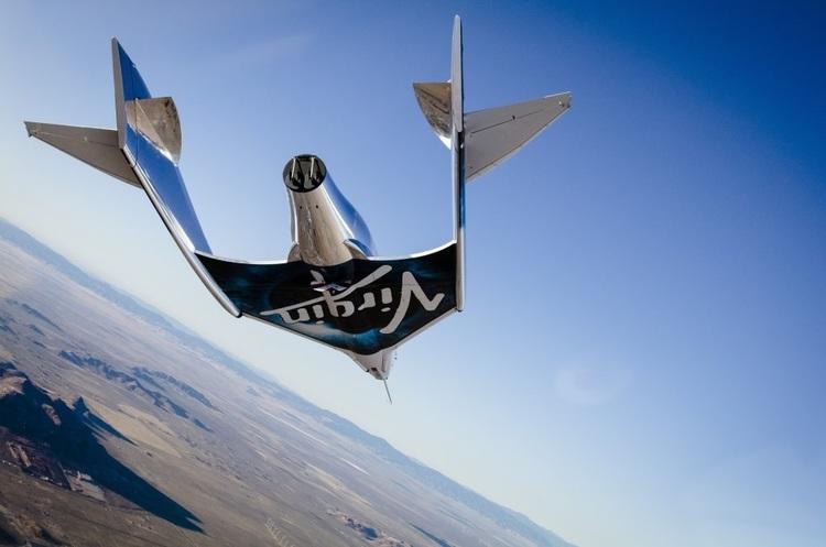 Компанія Бренсона випробовує космічний корабель для туристичних польотів