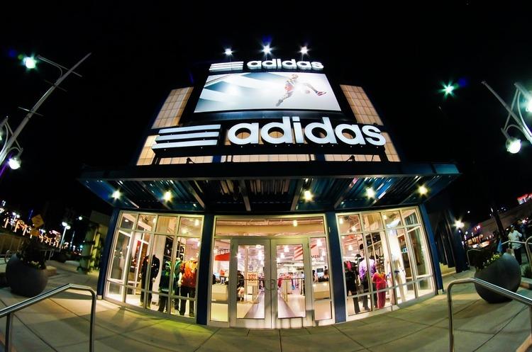 Adidas закриє 160 своїх магазинів в Росії до кінця року