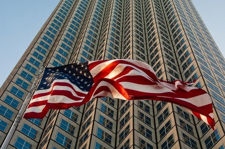 Bloomberg: Американці вмирають молодшими і економлять своїм корпораціям мільярди