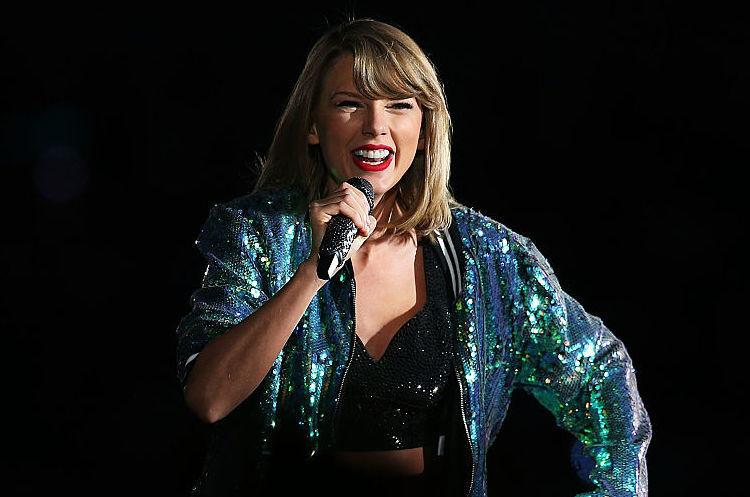 Співачка Тейлор Свіфт отримала позитивне рішення суду в справі про домагання