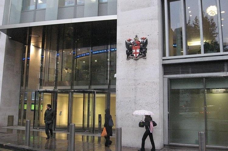 Чоловік скоїв самогубство, вистрибнувши з вікна Лондонської фондової біржі