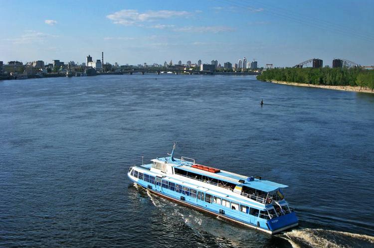 Проти течії: що заважає зробити Дніпро судноплавним
