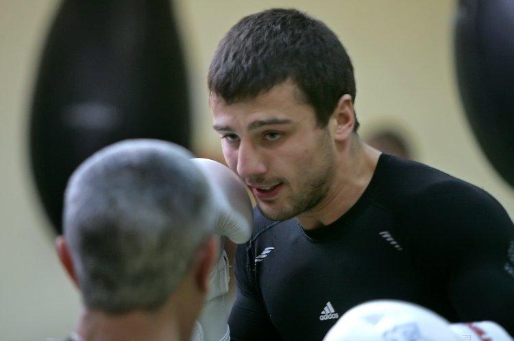 Український боксер Гвоздик нокаутував американця Бейкера ВІДЕО