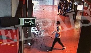 З'явилися фото, на яких винуватець теракту в Барселоні залишає місце злочину