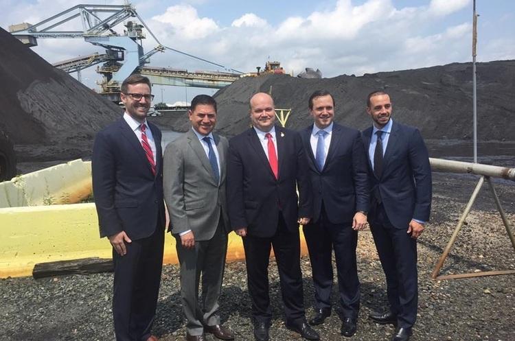 США відправили в Україну першу партію вугілля