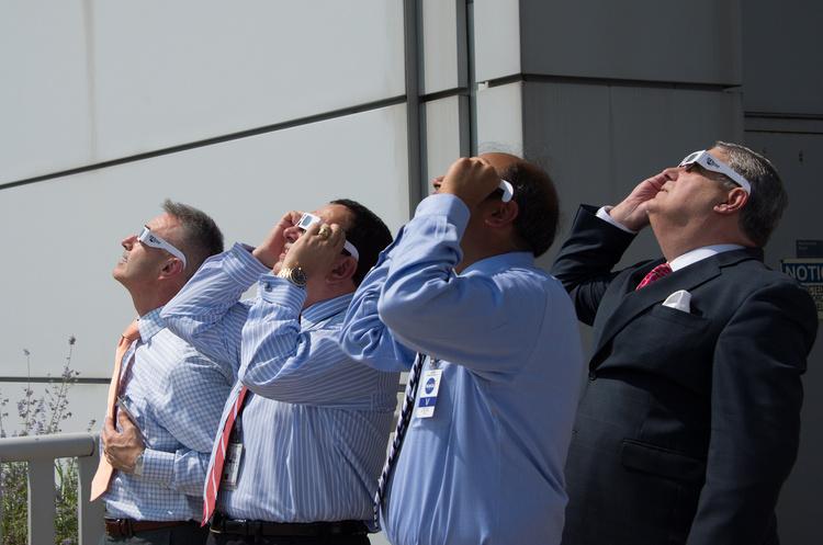 Поки американці дивились на затемнення, їх економіка втратила $700 млн