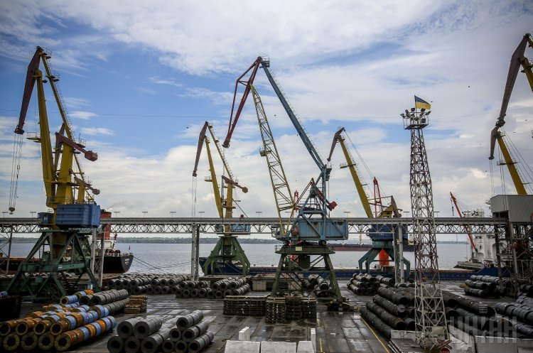 Морські порти України за липень скоротили перевалку вантажів на 7,5%
