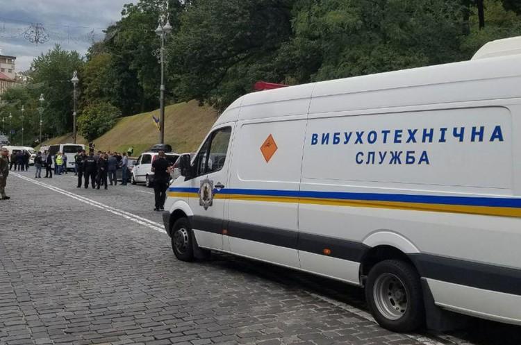 У Києві біля Кабміну стався вибух: троє поранених