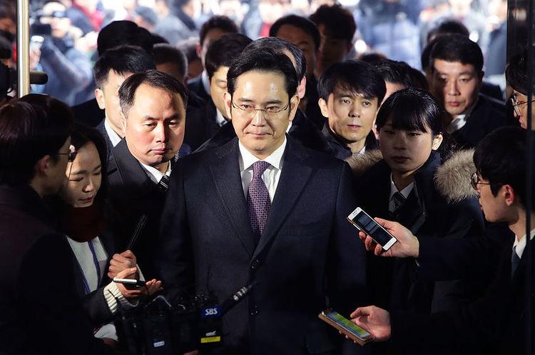 Екс-голову Samsung відправили за грати на 5 років