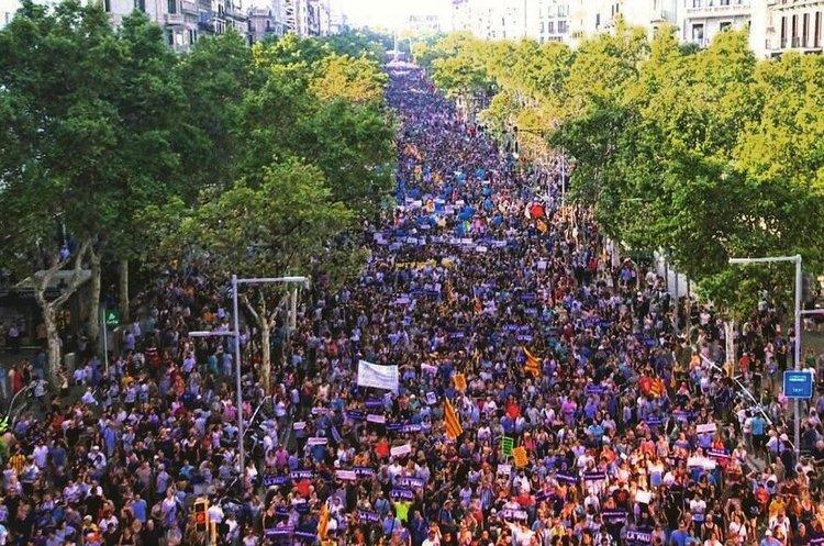 В Барселоні на марш проти тероризму вийшло півмільйона людей