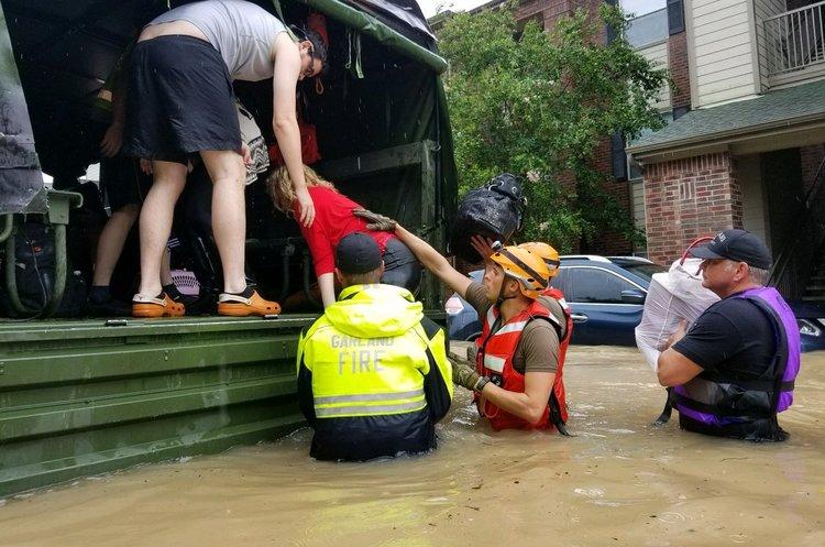 Ураган «Харві» посилюється – у штаті Луїзіана повінь затопила дороги