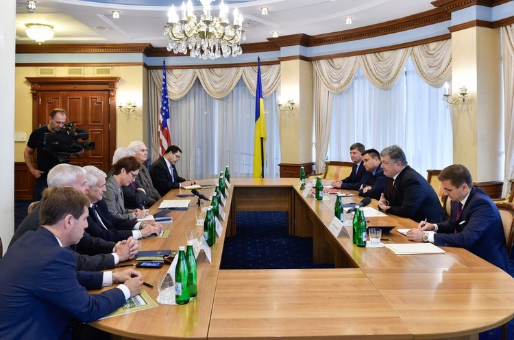 Порошенко закликав США виділити більше коштів на оборону в Україні