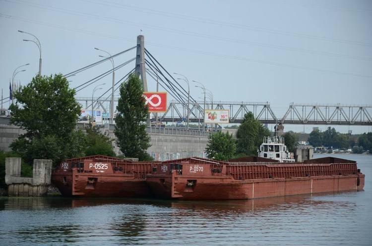 Київський річпорт придбав дві баржі в Білорусі