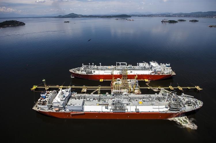 Європа продовжує танкерами постачати свій газ до США