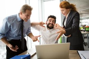 Лайка на роботі: ознака довіри чи неповага до колег?