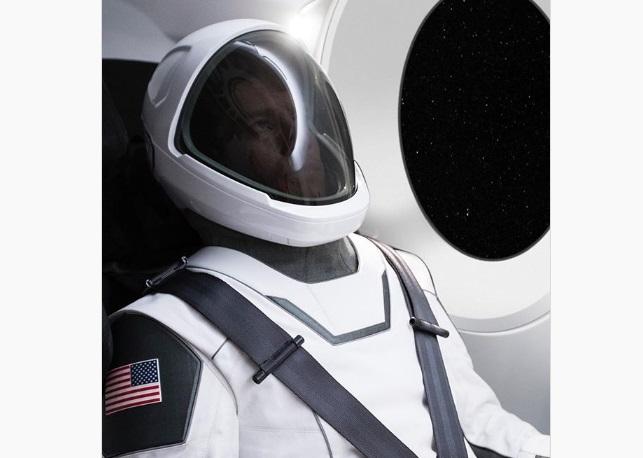 Ілон Маск продемонстрував розробку нового скафандру для астронавтів SpaceX