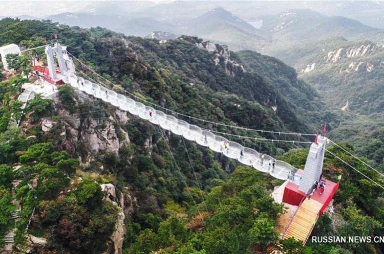 У Китаї побудували ще один скляний міст
