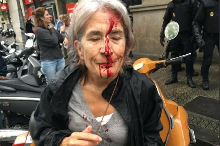 У Каталонії почалося голосування про незалежність регіону. Сутички з поліцією. ВІДЕО