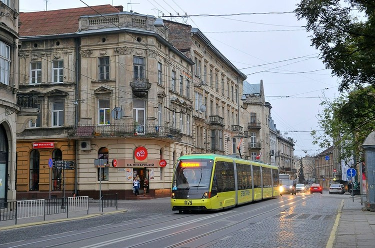 Трамвай-бажання: хто заробляє на постачанні міського транспорту