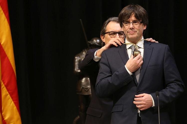 Президент Каталонії згоден на незалежність – але не зараз, а через кілька тижнів
