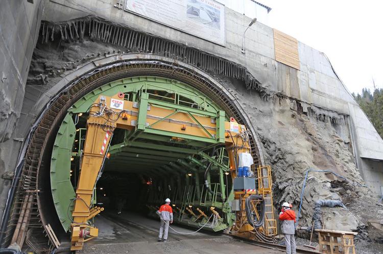 Зрушили гори: «Укрзалізниця» добудувала новий Бескидський тунель
