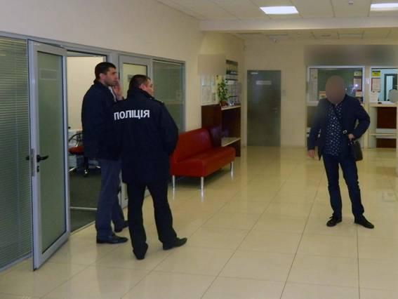 Поліція Києва розшукує злодіїв, які вкрали $350 000 із депозитних скриньок. ВІДЕО