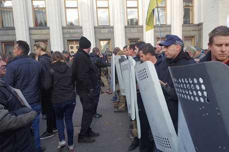 Мітинг під Радою переріс в сутички с правоохоронцями