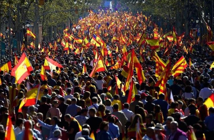 У Барселоні проходить багатолюдний мітинг за збереження цілісності Іспанії