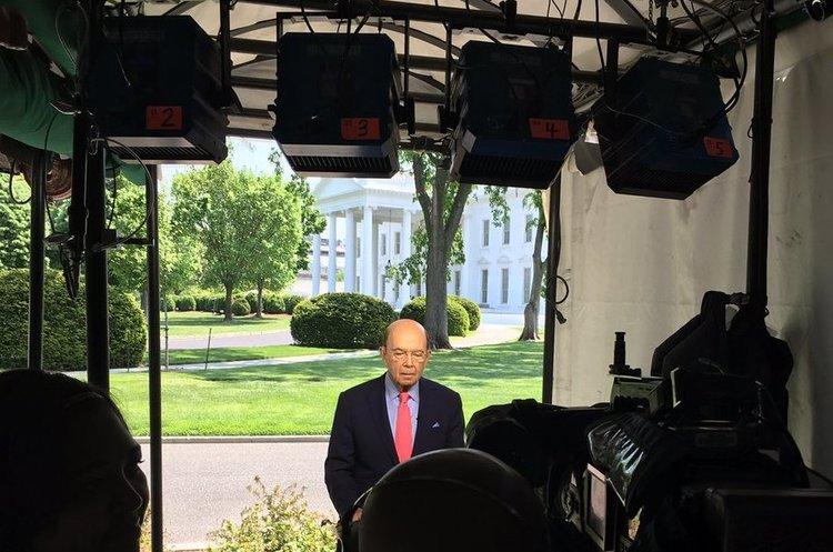Журналісти-розслідувачі показали зв'язок міністра Трампа зоточенням Путіна