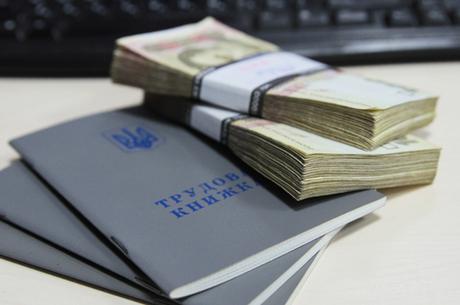 Цена амбиций: за что украинцы получают зарплату
