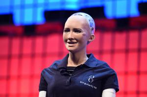 Робот Софія: «Страх, що люди мають перед роботами, – це шлях сховатися від справжнього страху, який вони відчувають перед собою»