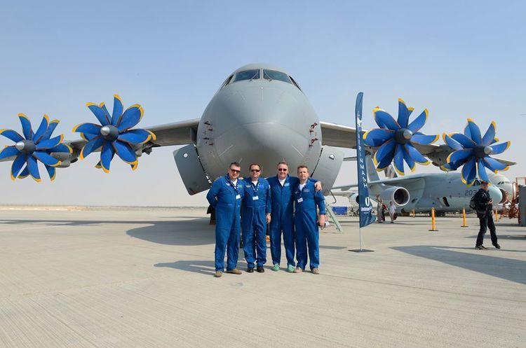 «Антонов» представив на авіавиставці в Дубаї легкий транспортний літак Ан-132Д та військово-транспортний Ан-70