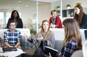 «Ви мене дратуєте»: 4 кроки до вирішення конфліктів із колегами
