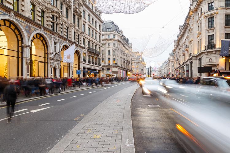 Банда з 10 осіб на скутерах пограбувала найбільший магазин Apple в Лондоні