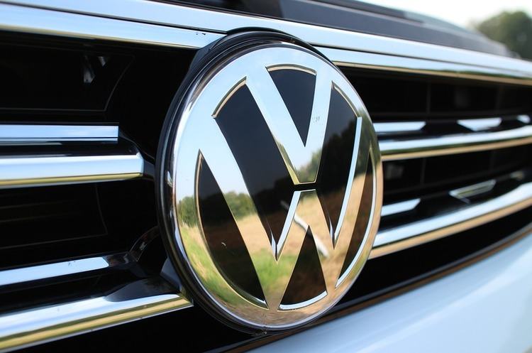 Volkswagen Group витратить 10 млрд євро на перехід на електрокари та гібриди