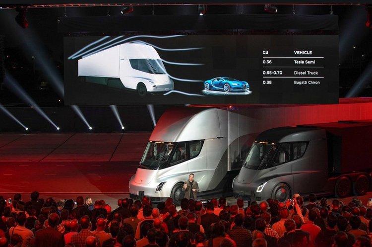 Маск показав світу довгоочікувану електровантажівку