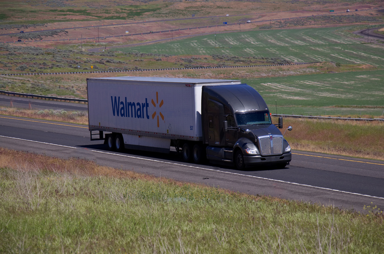 Walmart зацікавився новою електровантажівкою Tesla Semi для використання в поставках
