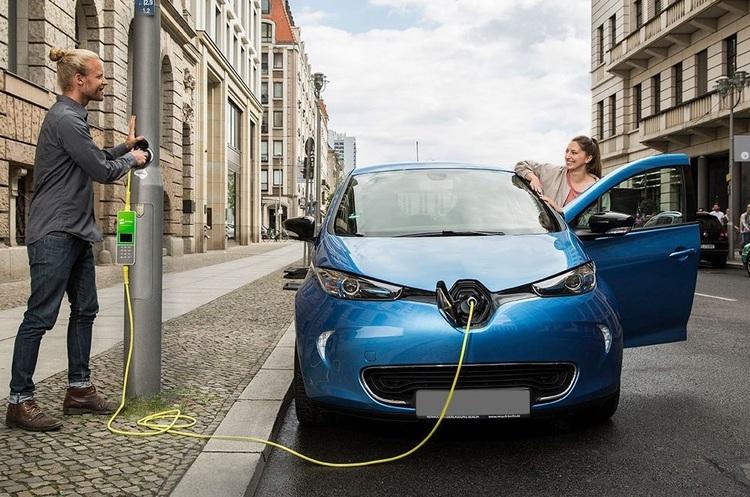 В Лондоні електромобілі зможуть заряджатися просто від ліхтарних стовпів