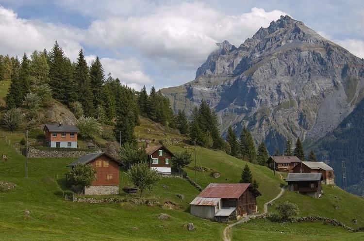 У швейцарському селі обіцяють по 20 тисяч євро кожному, хто переїде туди жити