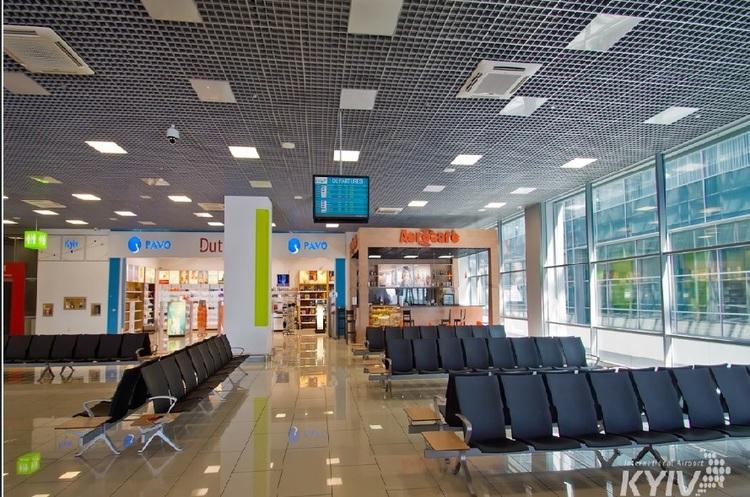 В аеропорту Жуляни перевіряють повідомлення про замінування