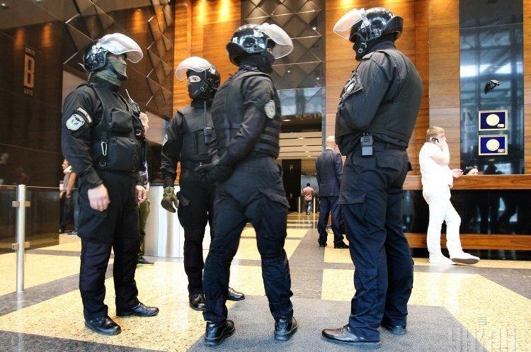 Закон «МаскиШоуСтоп»: піар Володимира Гройсмана чи реальний захист бізнесу від свавілля силовиків