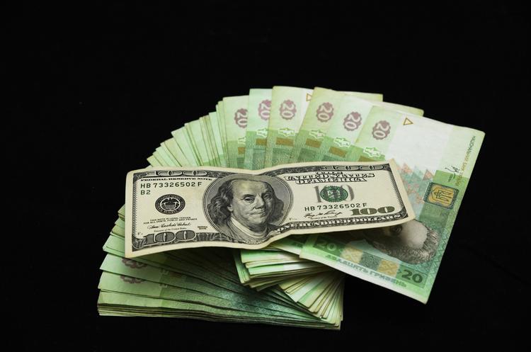Середня зарплата в жовтні зросла на 26 грн