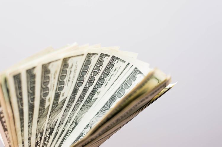 Долар злетів вище 27 гривень