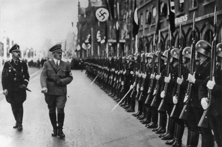 Книга місяця: навіщо читати роман Лорана Біне HHhH про замах на головного конкурента Гітлера
