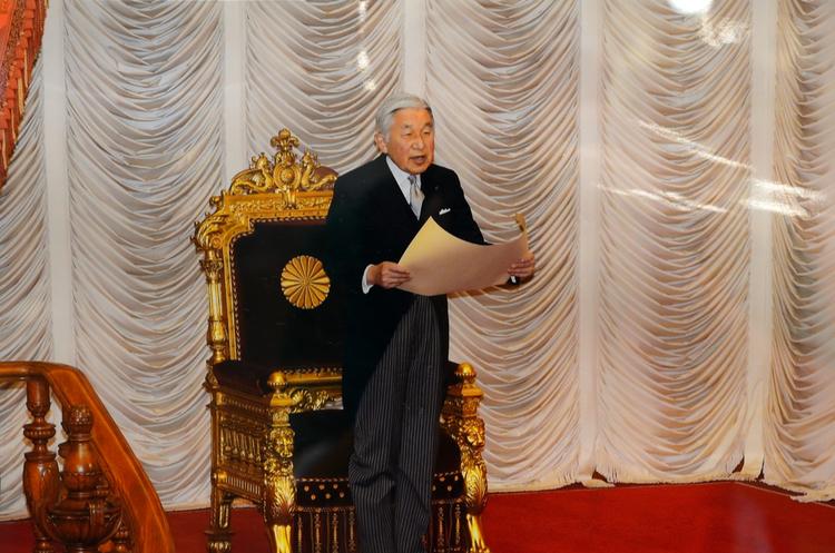 Імператор Японії Акіхіто офіційно зречеться престолу в2019