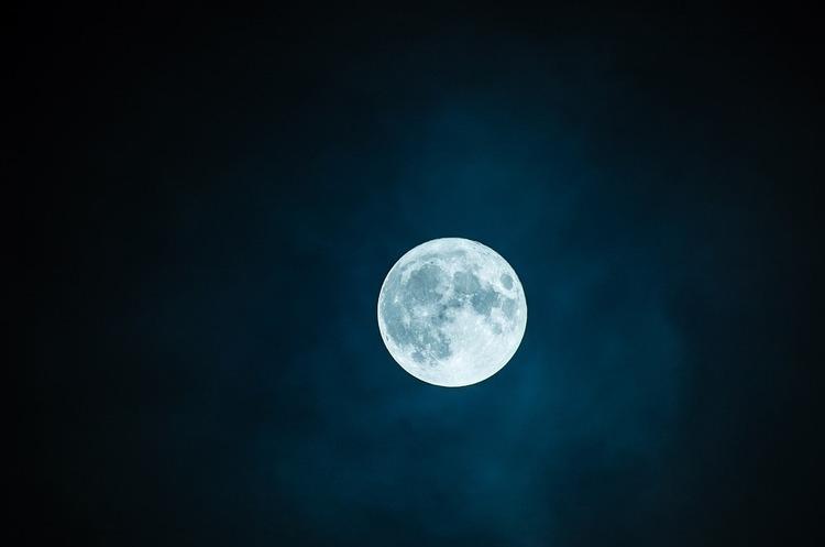 Приватна компанія полетить на Місяць видобувати там корисні копалини