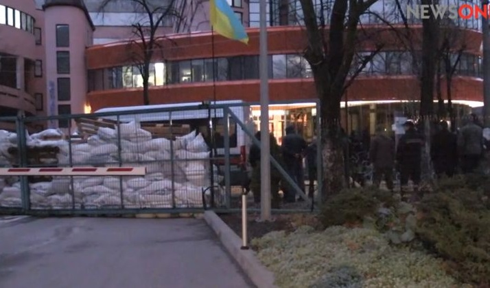 Блокування NewsOne: активісти вимагають від власника каналу вибачитися за негативні слова про Майдан