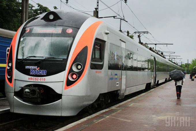 «Укрзалізниця» додала понад 10 нових поїздів